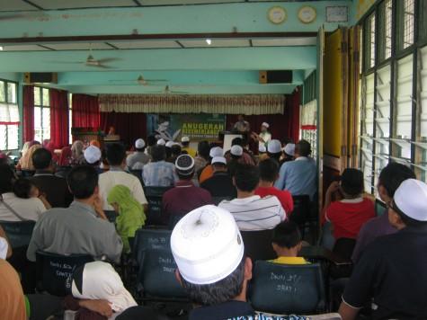 Hadirin memenuhi Dewan SRATI